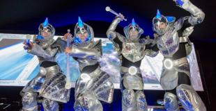 Echassiers lumineux futuristes pour une soirée de convention (83)