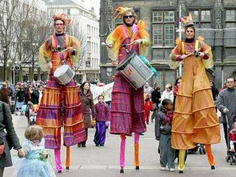 Echassierus musiciens de samba